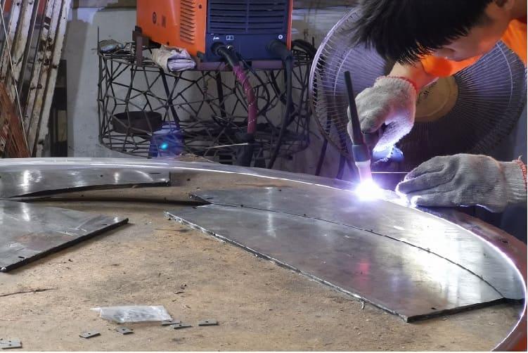 find a good manufacturer for your custom chandelier